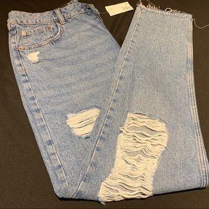 Distressed boyfriend jeans!!! 😍😍